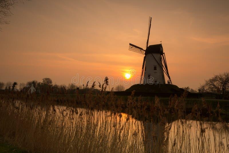 Moinho de vento de Damme em Bélgica imagens de stock royalty free