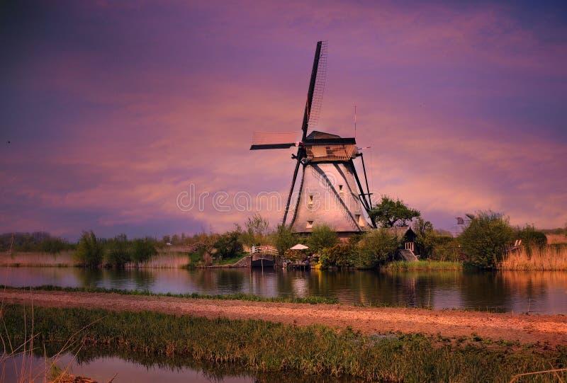 Moinho de vento de Kinderdij foto de stock