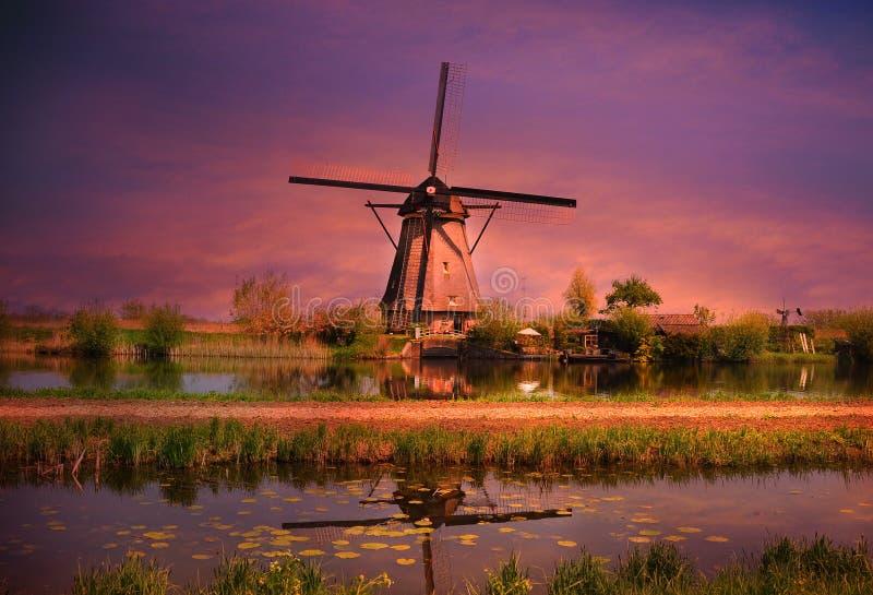 Moinho de vento de Kinderdij fotografia de stock royalty free