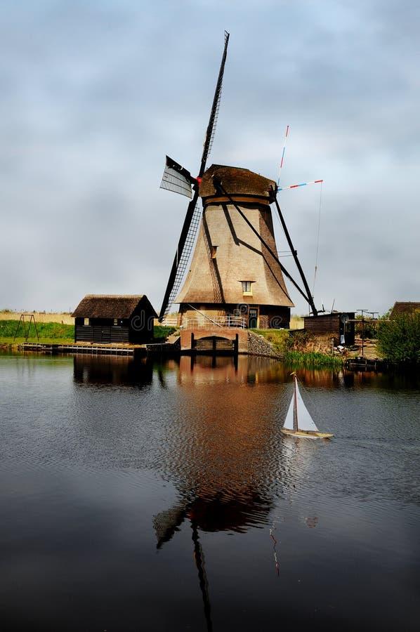Moinho de vento de Kinderdijk fotografia de stock