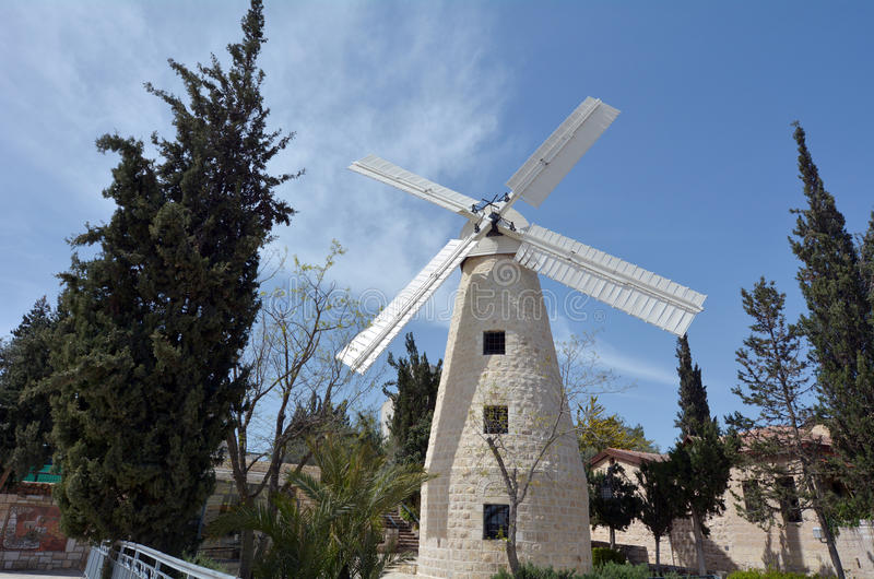 Moinho de vento de Montefiore no Jerusalém Israel imagens de stock