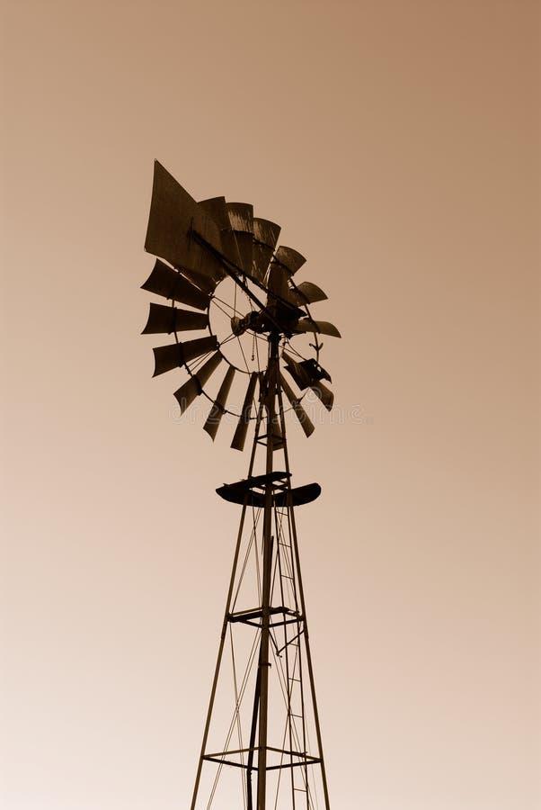 Moinho de vento do deserto imagens de stock royalty free