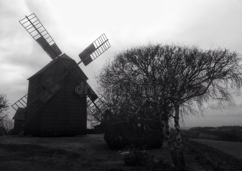 Moinho de vento do inverno foto de stock