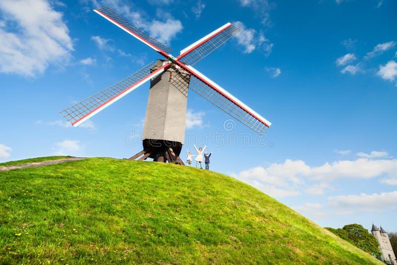 Moinho de vento em Bruges, Bélgica fotografia de stock