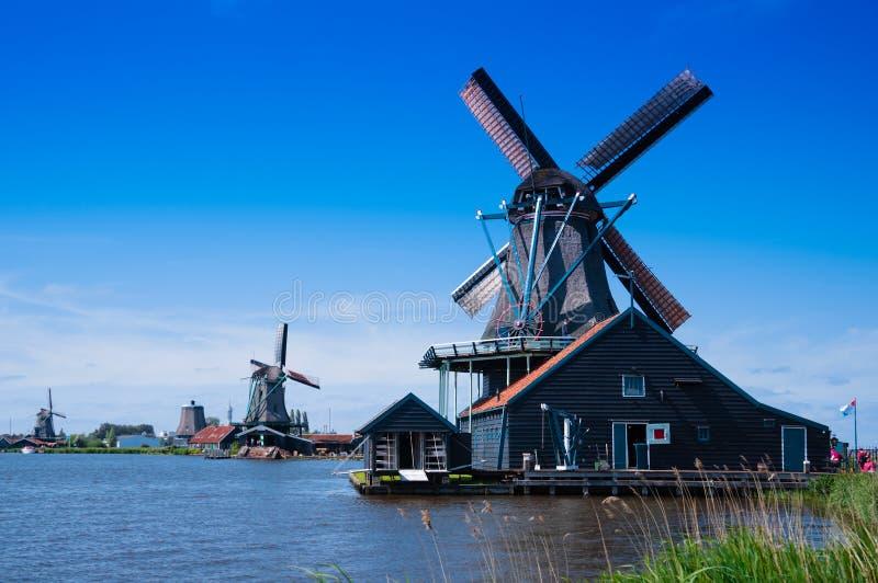 Moinho de vento em holland foto de stock