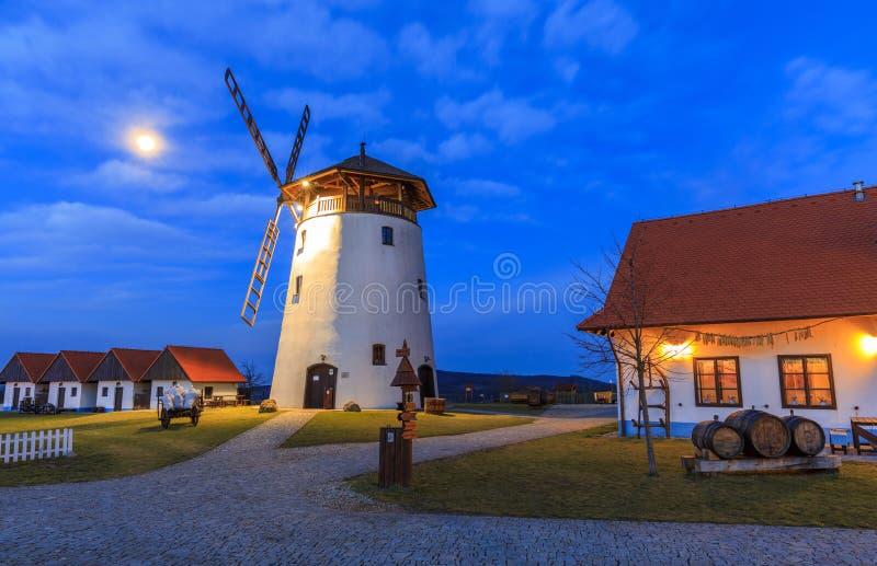 Moinho de vento em Moravia República Checa fotos de stock royalty free