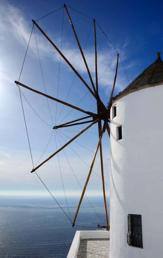 Moinho de vento em Santorini imagem de stock royalty free
