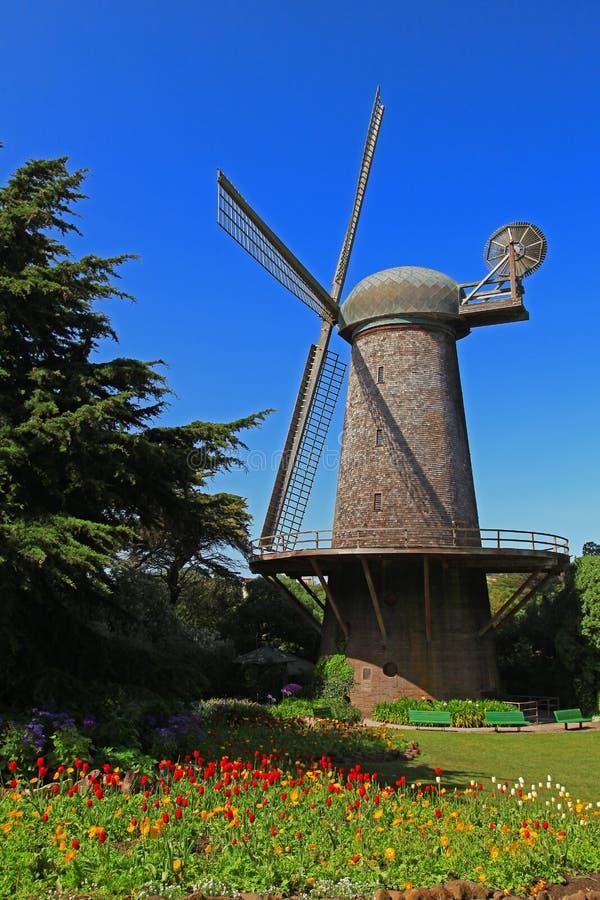 Moinho de vento holandês de Golden Gate Park em San Francisco imagens de stock