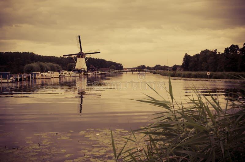 Moinho de vento holandês histórico em Alblasserdam, Países Baixos imagem de stock