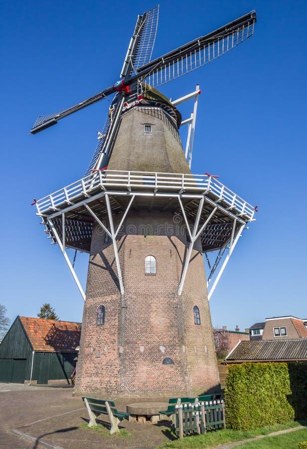 Moinho de vento holandês no centro de Heerenveen fotografia de stock