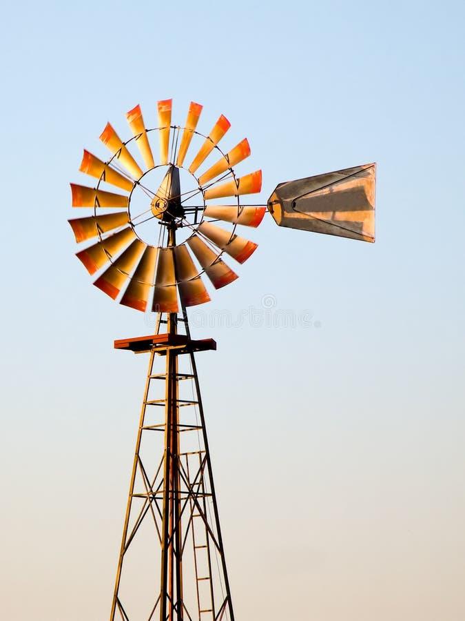 Moinho de vento Midwestern antigo foto de stock royalty free