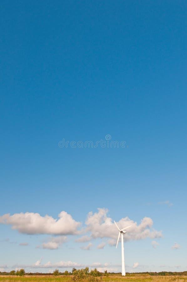 Moinho de vento na natureza fotografia de stock