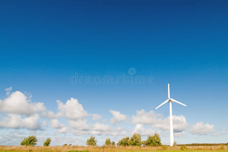 Moinho de vento na natureza fotos de stock royalty free