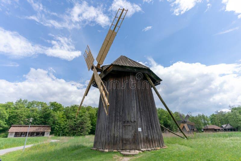 Moinho de vento para dentro de Astra Museum, o Condado de Sibiu, a Transilvânia fotografia de stock