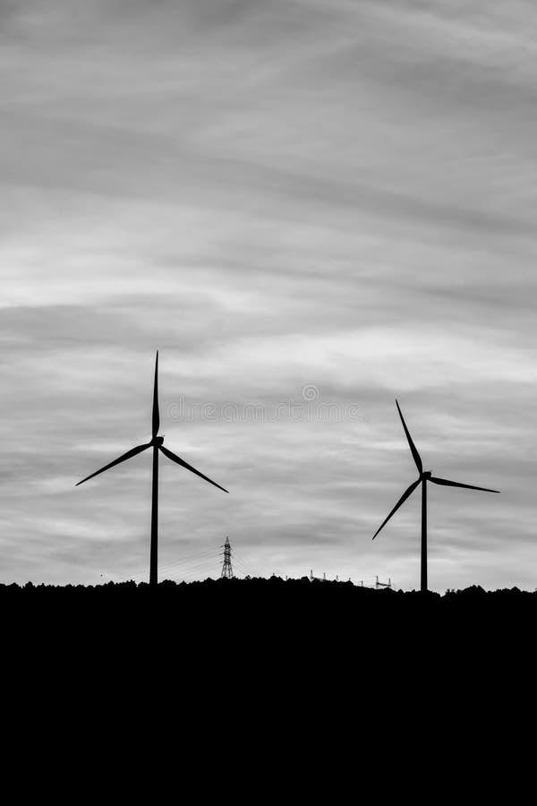 Moinho de vento para nosso futuro Energia natural para nosso futuro imagem de stock