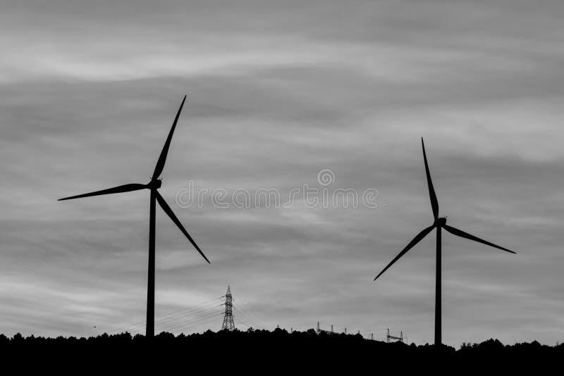 Moinho de vento para nosso futuro Energia natural para nosso futuro fotos de stock