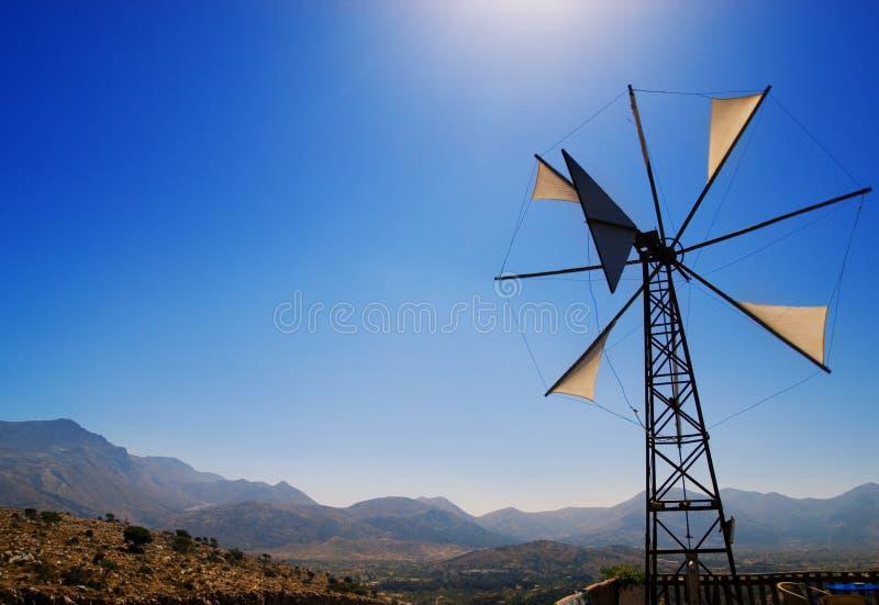 Moinho de vento quebrado velho fotografia de stock