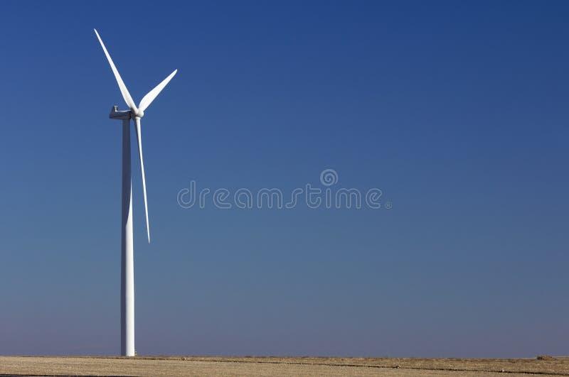 Moinho de vento solitário fotografia de stock royalty free
