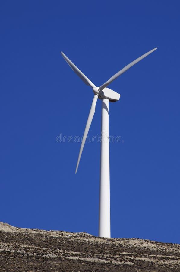 Moinho de vento solitário foto de stock