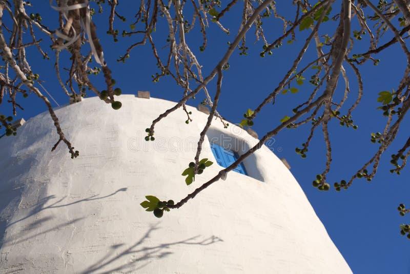 Moinho de vento tradicional na ilha de Paros, Cyclades, Grécia fotografia de stock