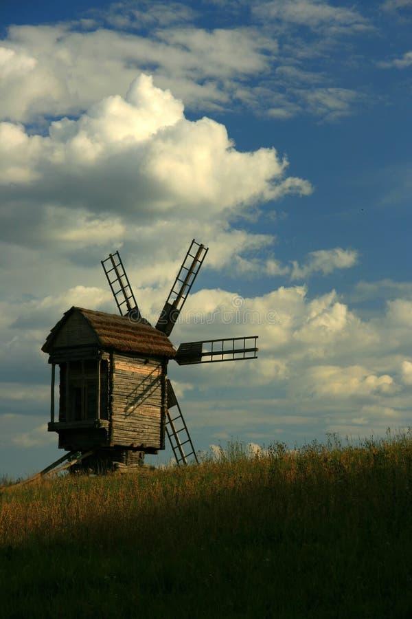 Moinho de vento ucraniano foto de stock royalty free