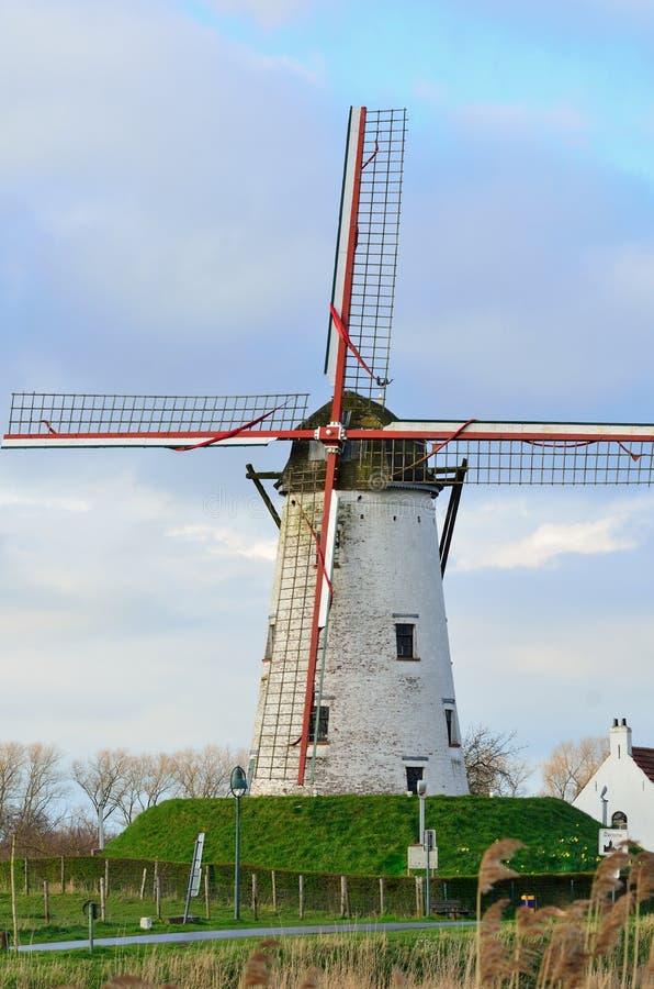 Moinho de vento velho em Damme,   Flanders, Bélgica imagens de stock royalty free