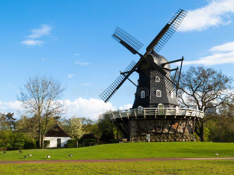 Moinho de vento velho em Malmo, Suécia imagem de stock