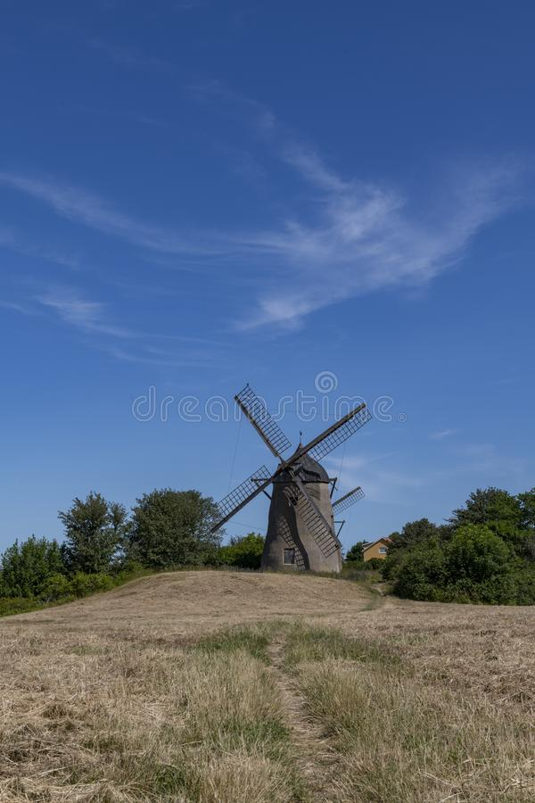 Moinho de vento velho em Visby, Gotland, Suécia imagens de stock royalty free