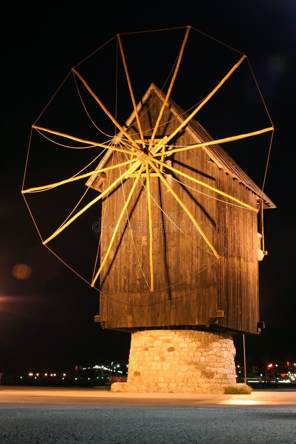 Moinho de vento velho na noite fotografia de stock royalty free