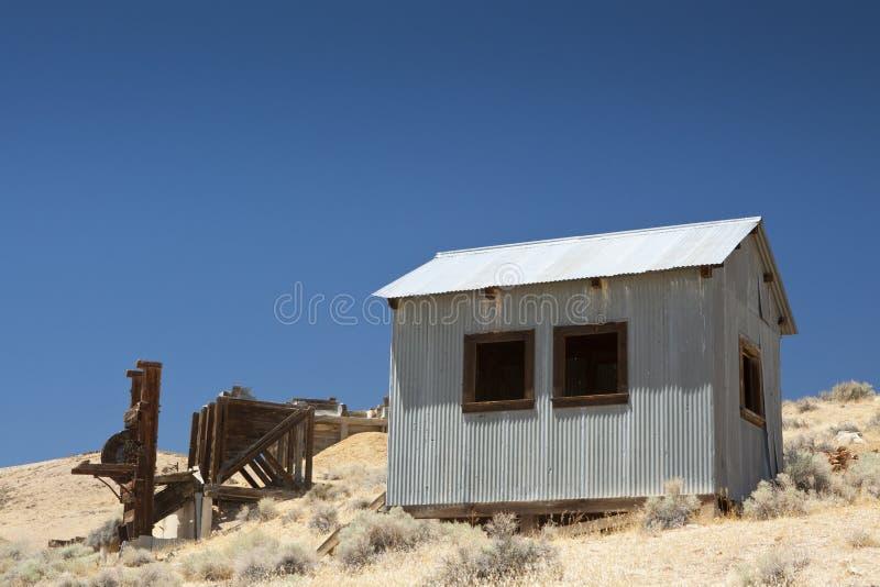 Moinho e edifício de selo da mineração do ouro imagem de stock