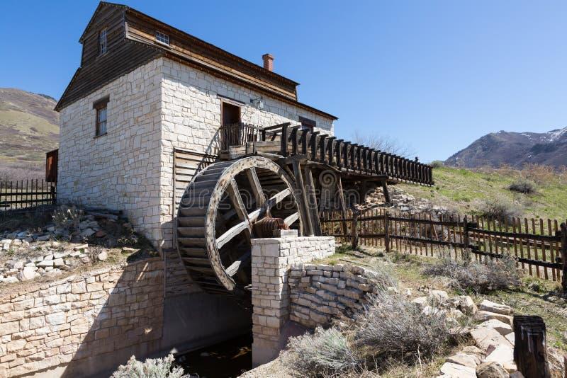Moinho e roda d'água pioneiros da era do Estados Unidos imagens de stock royalty free