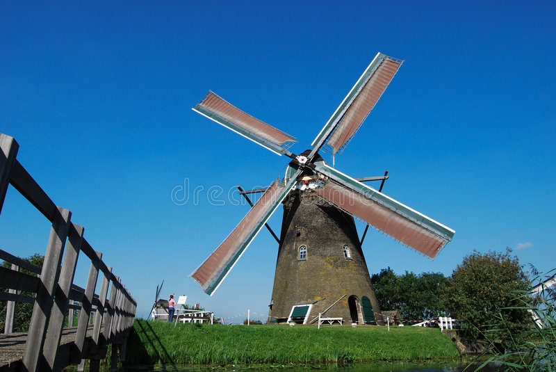 Moinho holandês no waterside fotografia de stock royalty free
