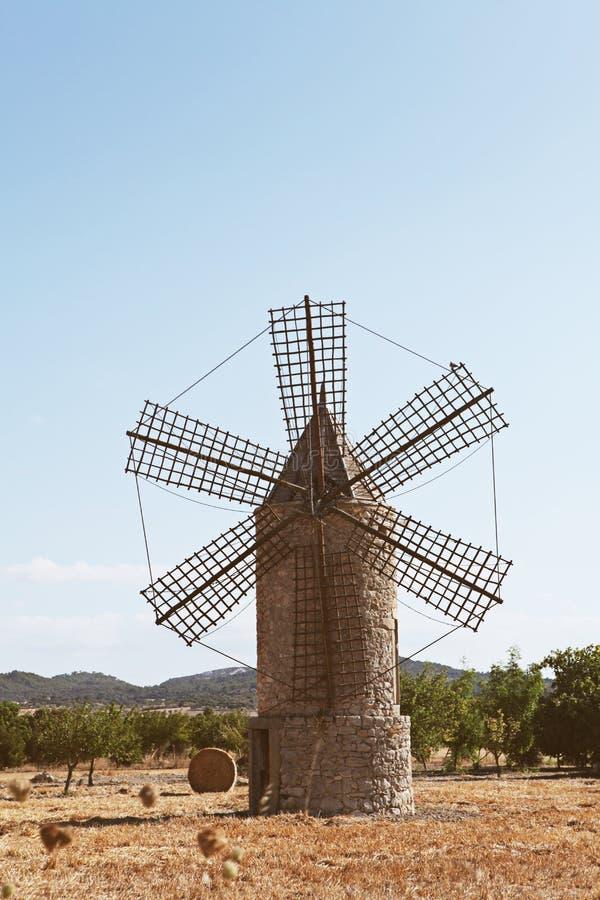 Moinho velho em Mallorca fotos de stock