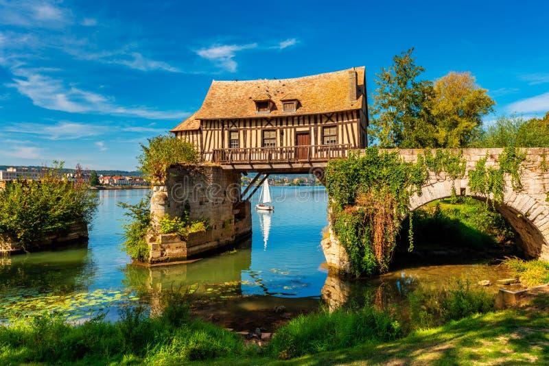 Moinho velho em Vernon Normandy France fotografia de stock