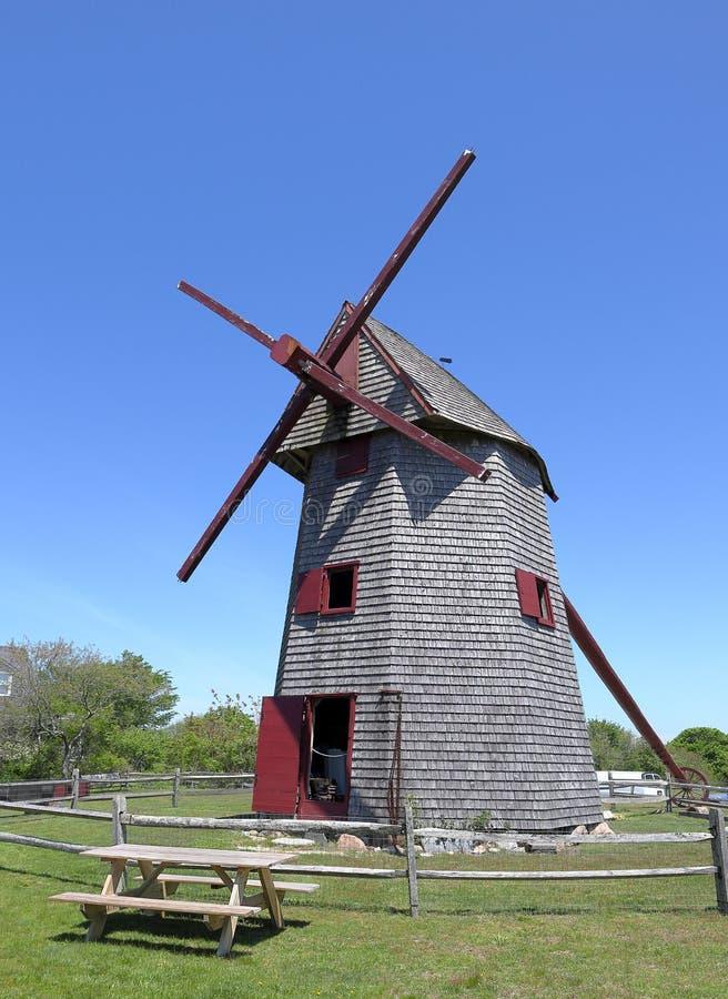 Moinho velho, o moinho de vento de madeira de funcionamento o mais velho no Estados Unidos usado para moer o milho foto de stock royalty free