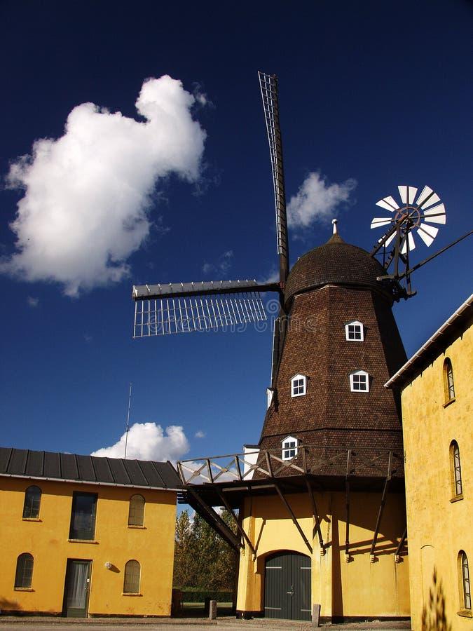 Moinhos de vento antigos imagens de stock