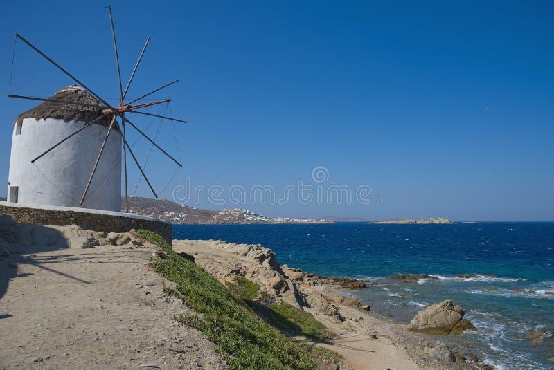 Moinhos de vento da vila de Chora - ilha de Mykonos Cyclades - Mar Egeu - Grécia imagem de stock royalty free