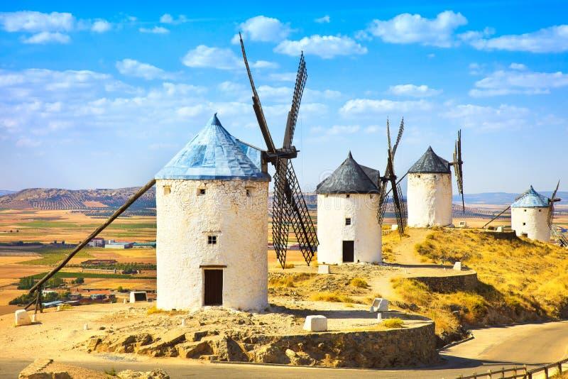 Moinhos de vento de Don Quixote em Consuegra. La Mancha do Castile, Espanha foto de stock royalty free