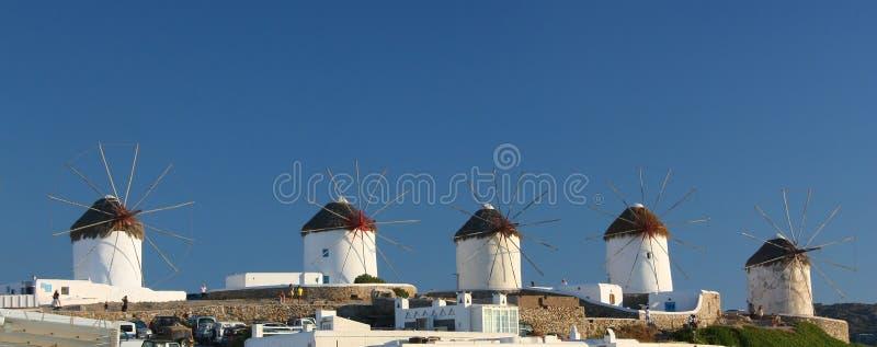 Moinhos de vento de Mykonos panorâmicos foto de stock