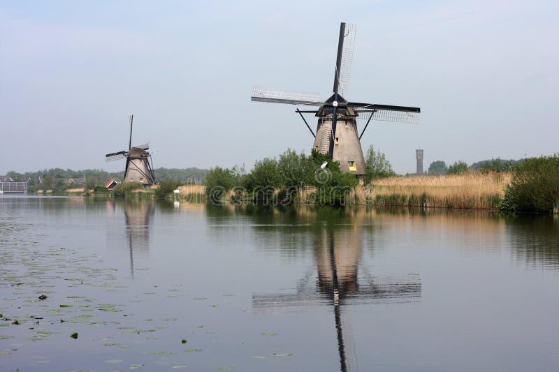 Moinhos de vento do kinderdijk holland fotografia de stock