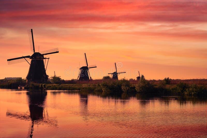 Moinhos de vento em Kinderdijk na Holanda netherlands imagem de stock