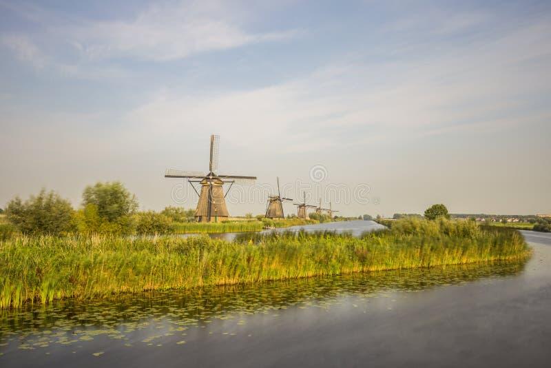 Moinhos de vento em Kinderdijk, os Países Baixos imagens de stock royalty free