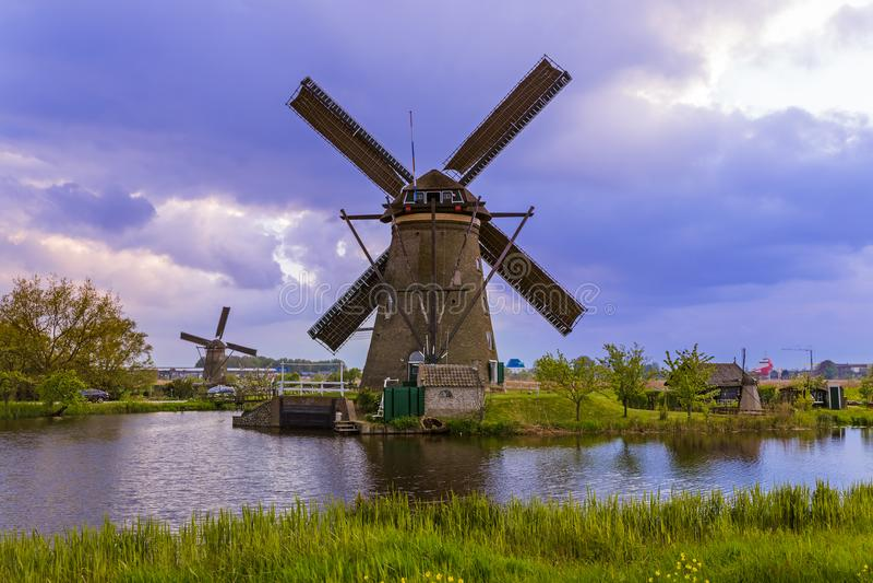 Moinhos de vento em Kinderdijk - Países Baixos fotos de stock royalty free
