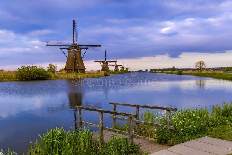 Moinhos de vento em Kinderdijk - Países Baixos imagem de stock