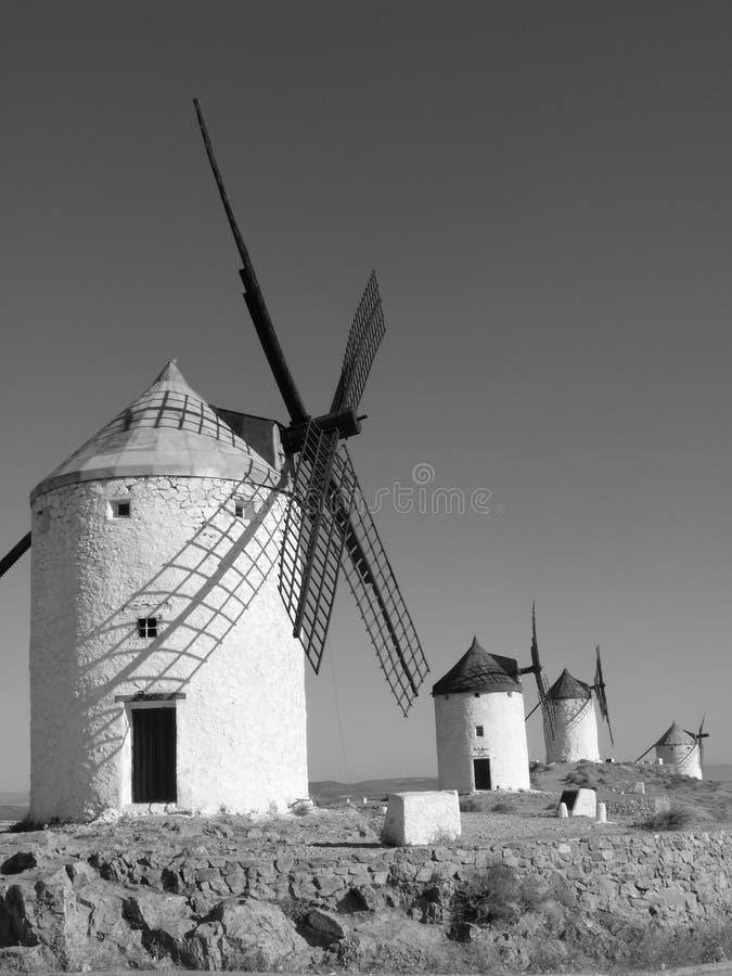 Moinhos de vento de Mancha do La de Castilla fotos de stock