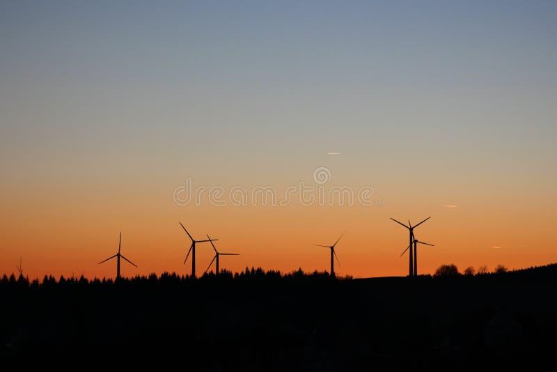 Moinhos de vento no nascer do sol imagem de stock royalty free