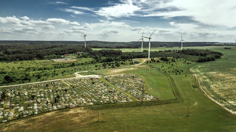 Moinhos de vento para a opinião aérea da produção da energia elétrica imagem de stock