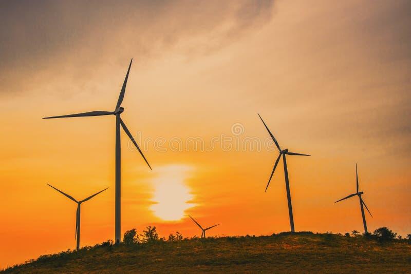 Moinhos de vento para a produ??o de Electric Power fotografia de stock royalty free