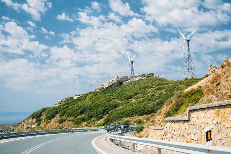 Moinhos de vento, turbinas eólicas para a energia elétrica foto de stock