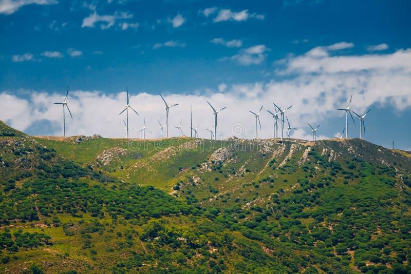 Moinhos de vento, turbinas eólicas para a energia elétrica imagem de stock